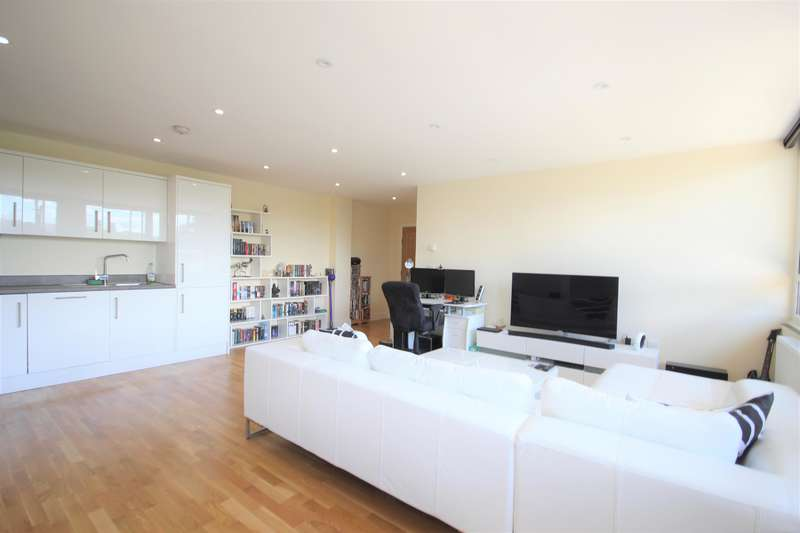2 Bedrooms Ground Flat for sale in Sussex House , East Grinstead, RH19