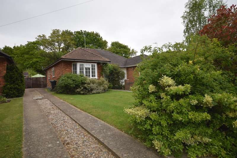 2 Bedrooms Bungalow for sale in Castle Drive, Horley, Surrey, RH6