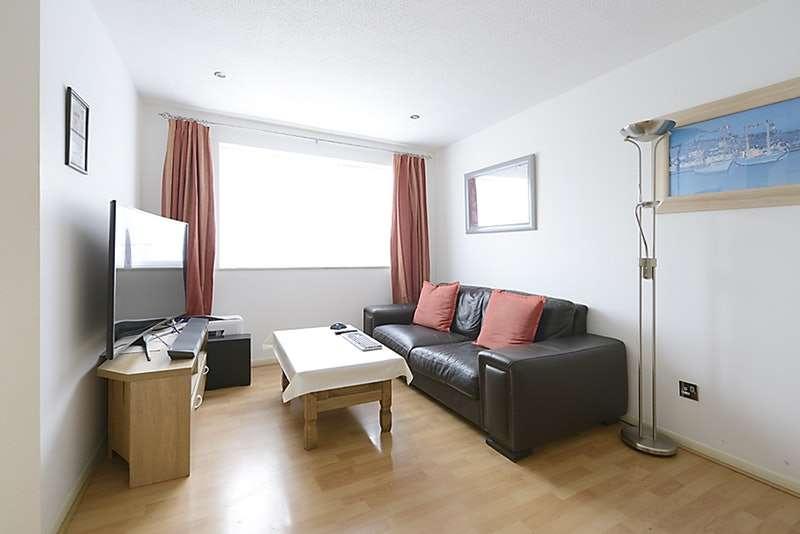 1 Bedroom Flat for sale in Dehavilland Close, Northolt, Middlesex, UB5