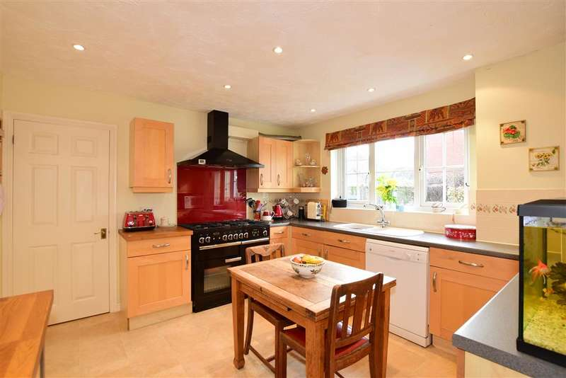 5 Bedrooms Detached House for sale in Willard Way, Ashington, West Sussex