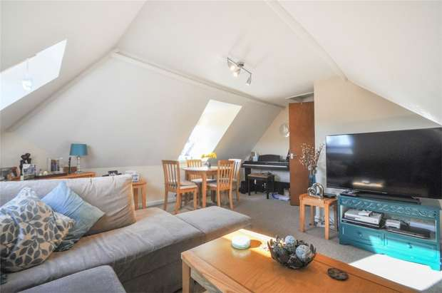 2 Bedrooms Flat for sale in 73 Leigh Road, WIMBORNE, Dorset