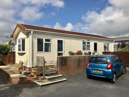 2 Bedrooms Bungalow for sale in Stoke Fleming, Dartmouth, Devon