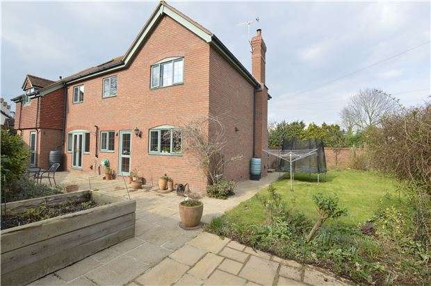 4 Bedrooms Detached House for sale in Apperley village, Gloucestershire, GL19 4DL