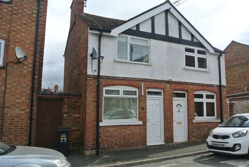 2 Bedrooms Semi Detached House for sale in The Leys, Evesham
