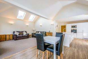 3 Bedrooms Bungalow for sale in Rosemary Lane, Horley, Surrey