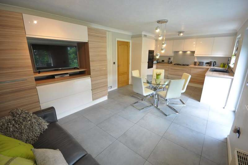 4 Bedrooms Detached House for sale in Rowan Close, Clifton, Preston, Lancashire, PR4 0YQ