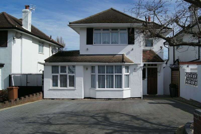 4 Bedrooms Detached House for sale in Raglan Gardens, Watford