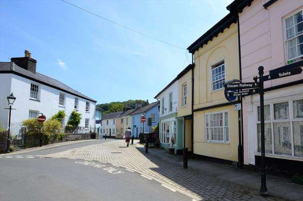 2 Bedrooms Maisonette Flat for sale in Fore Street, Buckfastleigh, Devon