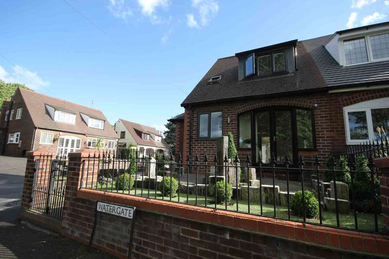 2 Bedrooms Semi Detached House for sale in Watergate, Manchester