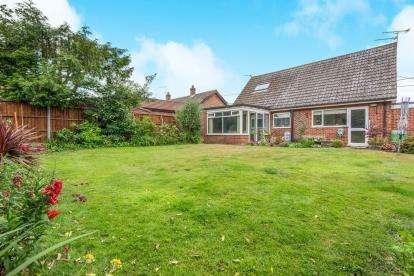 3 Bedrooms Bungalow for sale in Hemblington, Norwich, Norfolk