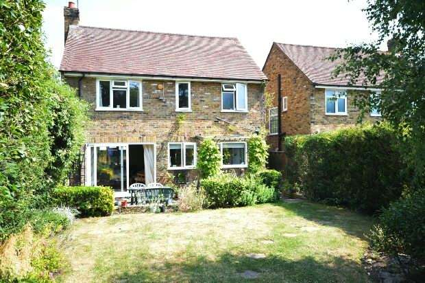 3 Bedrooms Detached House for sale in Kingston Road, Leatherhead