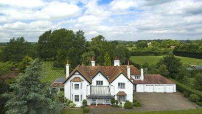 6 Bedrooms Detached House for sale in Puttenham, Tring, Hertfordshire