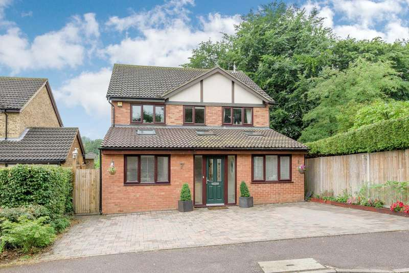 4 Bedrooms Detached House for sale in Rock Close, Linslade