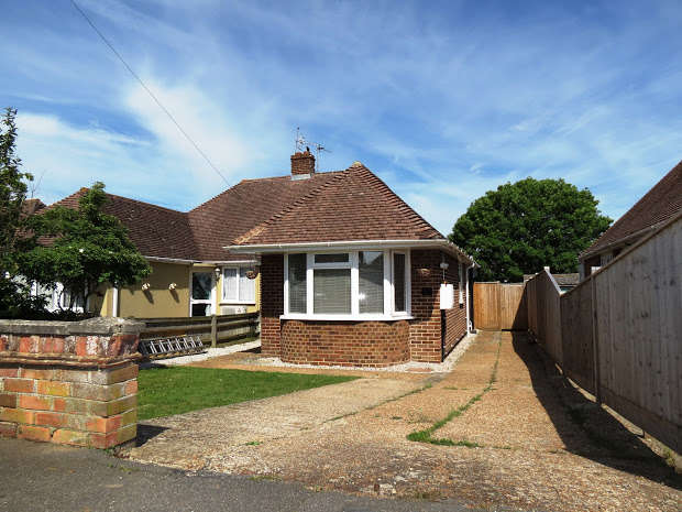 3 Bedrooms Semi Detached Bungalow for sale in Windmill Road, Polegate, BN26