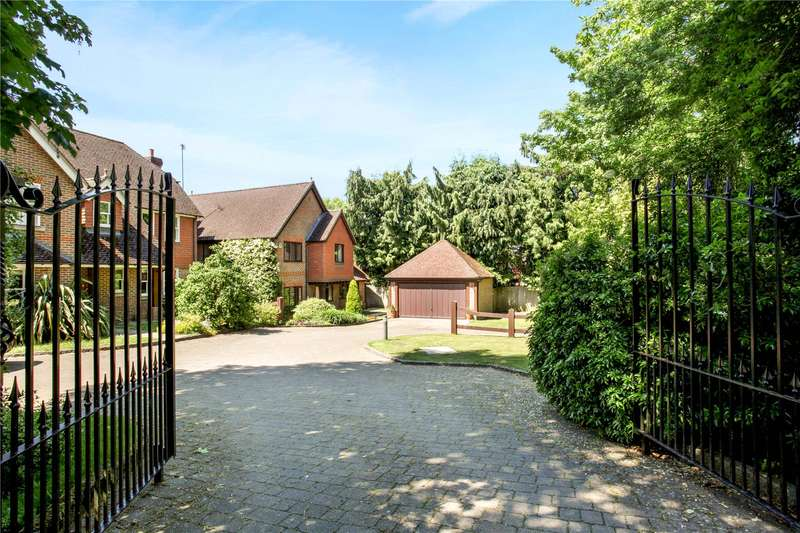 5 Bedrooms Detached House for sale in Maultway Crescent, Camberley, Surrey, GU15
