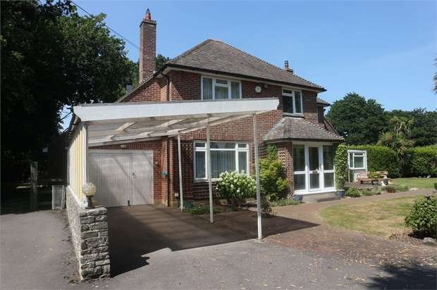 4 Bedrooms Detached House for sale in Salisbury Road, Winkton, Christchurch, Dorset