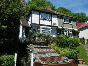 2 Bedrooms Semi Detached House for sale in Milner Road, Caterham, Surrey
