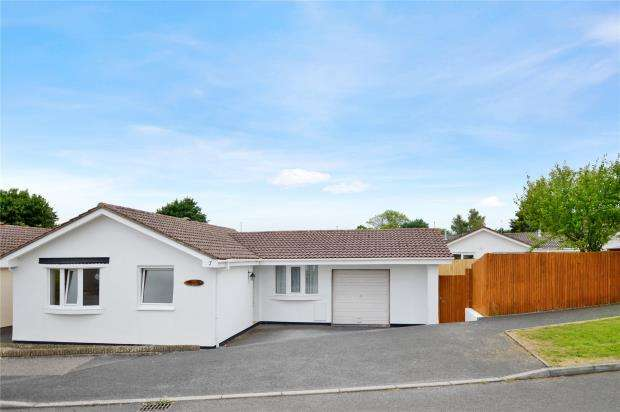 3 Bedrooms Bungalow for sale in Newcross Park, Kingsteignton, Newton Abbot, Devon