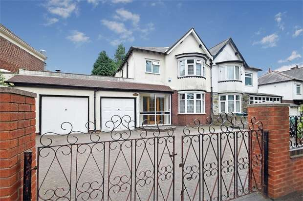 3 Bedrooms Semi Detached House for sale in Hall Green Road, WEST BROMWICH, West Midlands