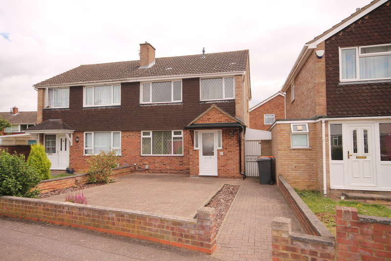 3 Bedrooms Semi Detached House for sale in Kimble Drive, Bedford, MK41