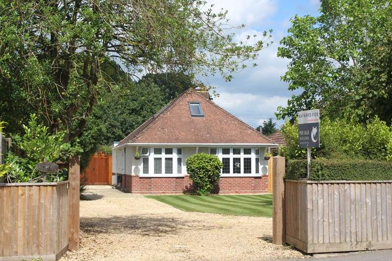 4 Bedrooms Chalet House for sale in Bashley Road, Bashley, New Milton