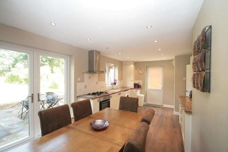 3 Bedrooms Semi Detached House for sale in Links Avenue, Churchtown, Southport, PR9 9QD