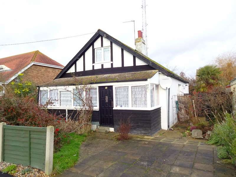 3 Bedrooms Bungalow for sale in Stanford Road, Canvey Island - A HIDDEN GEM