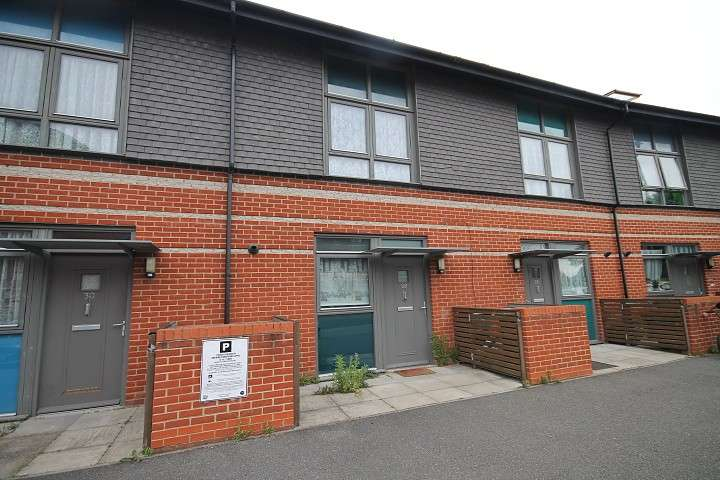 2 Bedrooms Terraced House for sale in Page Road, Feltham, TW14