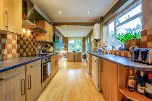 3 Bedrooms Terraced House for sale in Evelyn Avenue, Newhaven, East Sussex