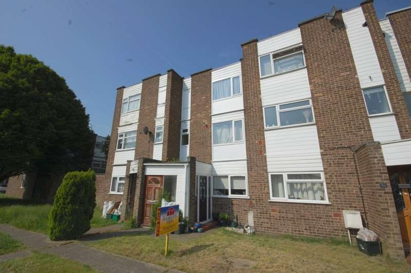 2 Bedrooms Maisonette Flat for sale in Birk Beck, Meon Close, Springfield, Chelmsford, CM1
