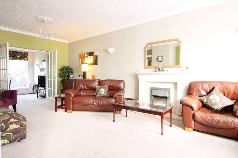 3 Bedrooms Semi Detached House for sale in Westlea Avenue, Watford