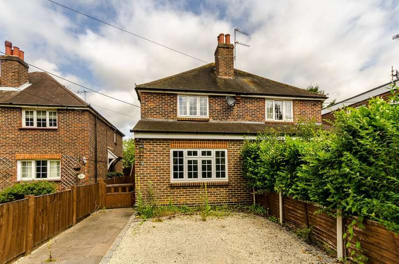 3 Bedrooms Semi Detached House for sale in Fenns Lane, West End, GU24