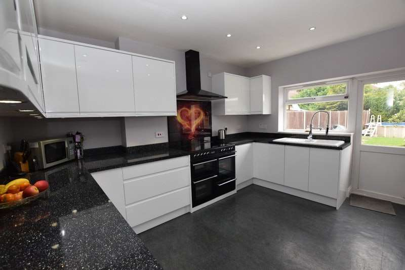 6 Bedrooms End Of Terrace House for sale in Roedean Av, Enfield, Middlesex, EN3