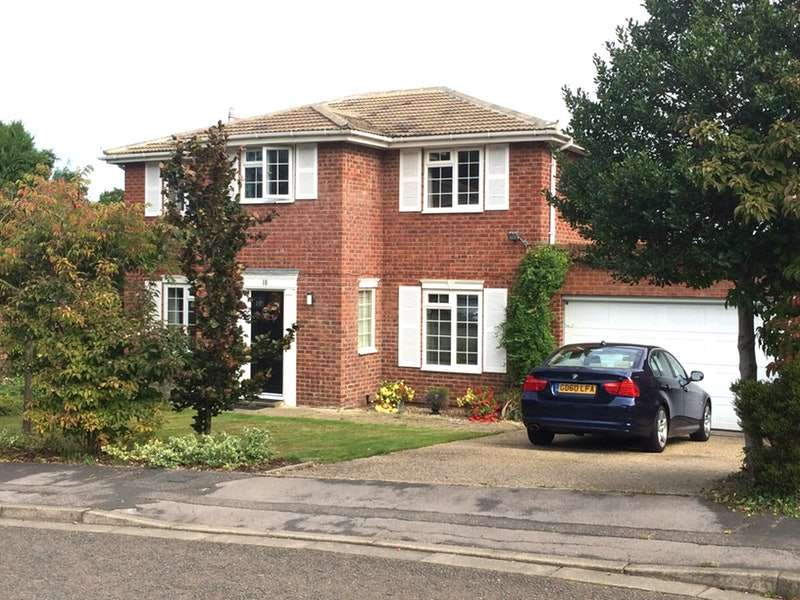 4 Bedrooms Detached House for sale in Barricane, Woking, Surrey, GU21