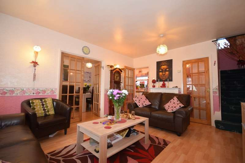 3 Bedrooms Terraced House for sale in Clayside, Chigwell, Essex, IG7