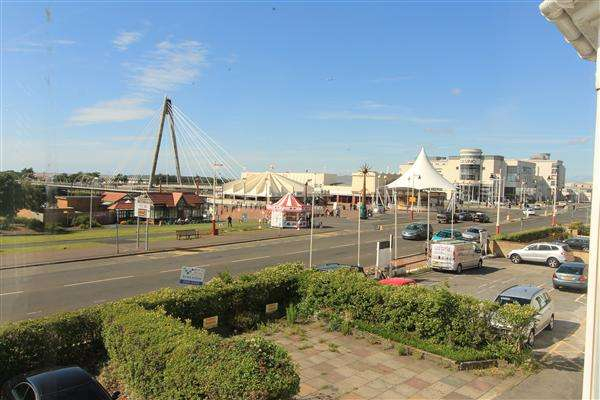 2 Bedrooms Apartment Flat for sale in The Promenade, Southport
