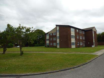 2 Bedrooms Flat for sale in Dowhills Park, Liverpool, Merseyside, L23