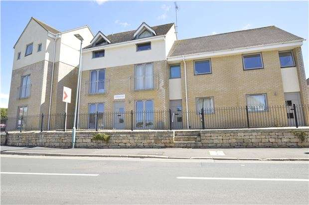 2 Bedrooms Flat for sale in Ashton Court, Church Road, Bishops Cleeve, GL52 8DG