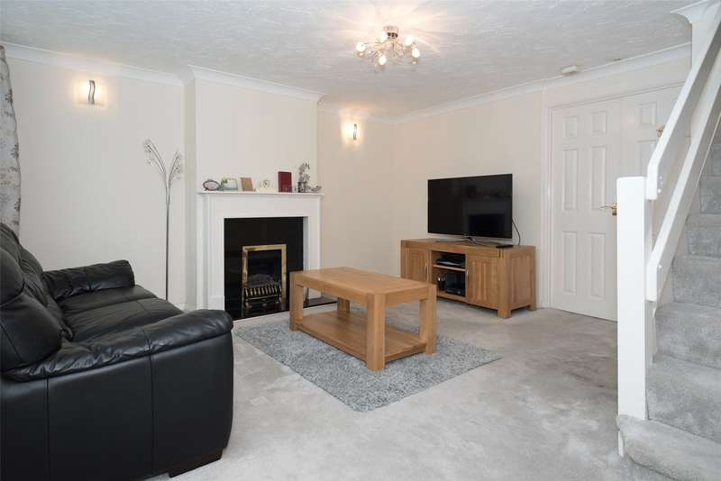 3 Bedrooms Semi Detached House for sale in Sunningdale Green, Leeds, West Yorkshire, LS17