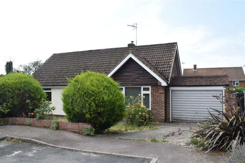 3 Bedrooms Bungalow for sale in Cressages Close, Felsted, Dunmow