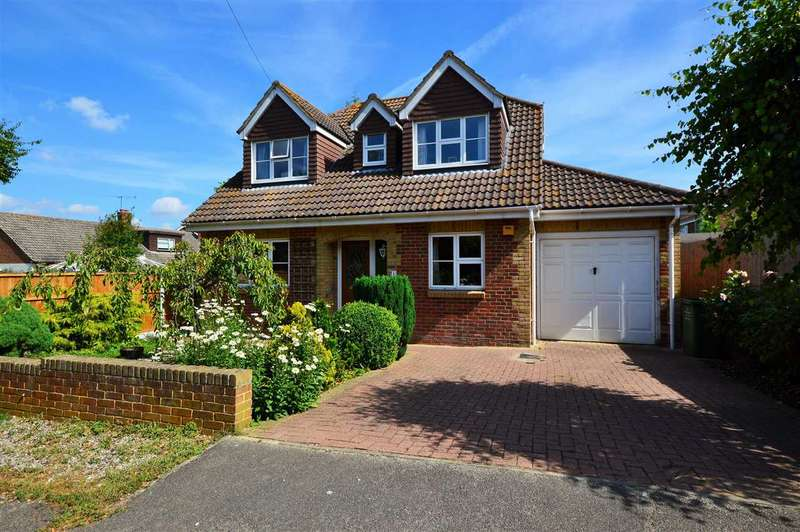 4 Bedrooms Detached House for sale in Mount Way, Wickford