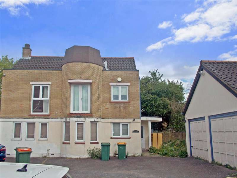 4 Bedrooms Detached House for sale in Redstart Close, Beckton
