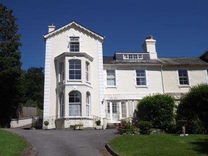 2 Bedrooms Flat for sale in Tavistock, Devon
