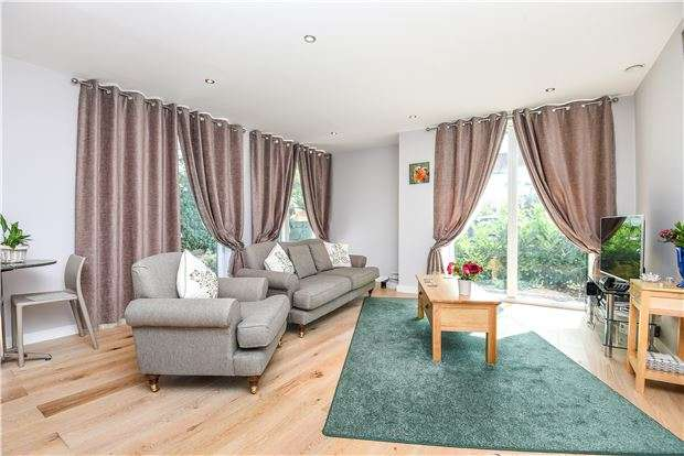 2 Bedrooms Flat for sale in Michelham Lodge, Tramway Path, Mitcham, Surrey, CR4