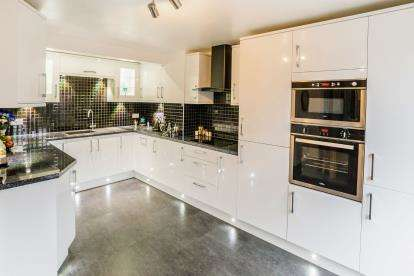 3 Bedrooms Semi Detached House for sale in Maltings Road, Halifax, West Yorkshire