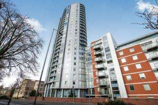 2 Bedrooms Flat for sale in Altyre Road, Croydon