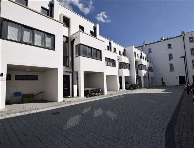 3 Bedrooms Town House for sale in The Sandford, Regency Place, CHELTENHAM, Gloucestershire, GL52 2LZ