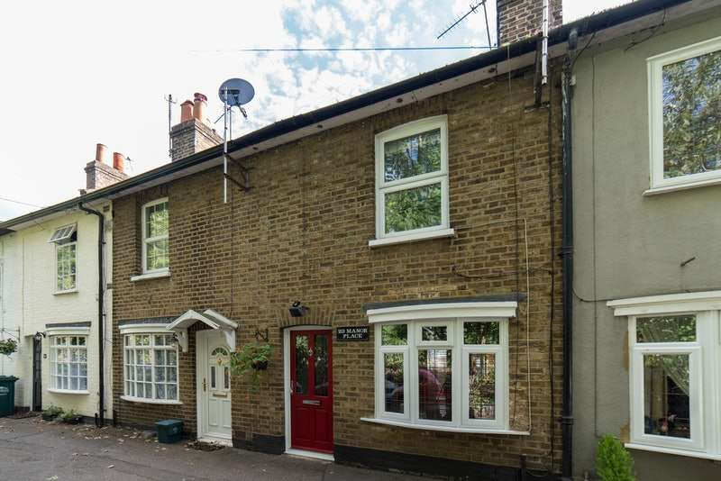 2 Bedrooms Terraced House for sale in Manor Place, Staines-upon-Thames, Surrey, TW18