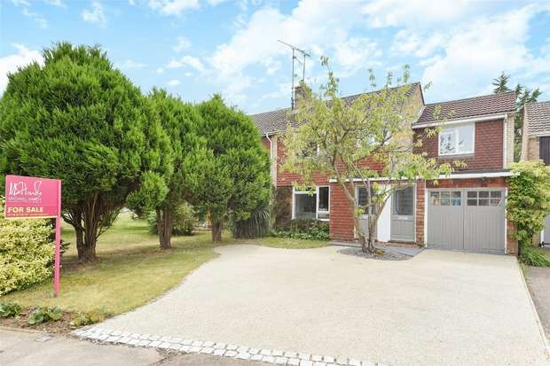 2 Bedrooms Maisonette Flat for sale in Clifton Road, WOKINGHAM, Berkshire