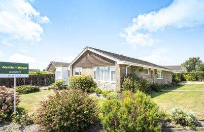 4 Bedrooms Bungalow for sale in Canford Heath, Poole, Dorset